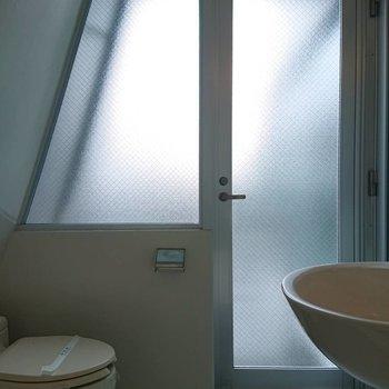 浴室からベランダにつながっています※写真は3階の同間取り別部屋のものです
