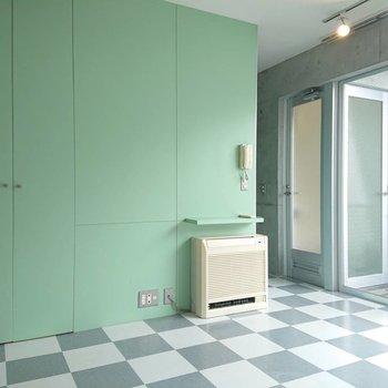 緑とガラスで清涼感※写真は3階の同間取り別部屋のものです
