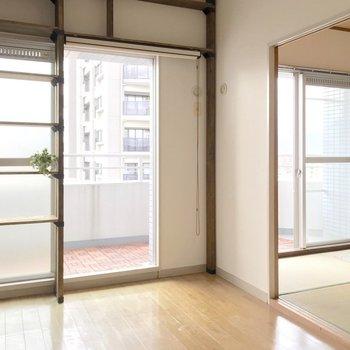 洋室と和室は横並び。バルコニーも広いんです。