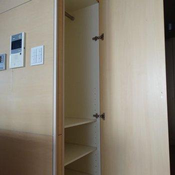 収納はこちらのみ。※写真は2階の同間取り別部屋です。
