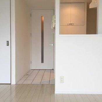 真っ白なカウンターキッチン♪ (※写真は6階の同間取り別部屋のものです)