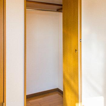 長い衣服もかけられます※写真は2階同間取り・別部屋のものです