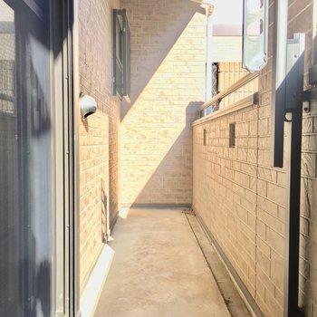 バルコニーが広い!!※写真は2階の同間取り別部屋のものです