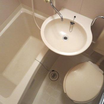 ちょっと狭めのお風呂です※写真は1階同間取り別部屋のものです