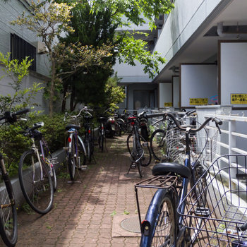 駐輪場はお部屋の前に。
