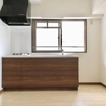 キッチン横に冷蔵庫は置けそうですね。(※写真は2階反転間取り別部屋のものです)