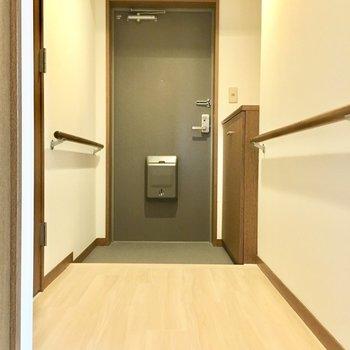 廊下かなりワイド。これは2人並んで手を繋いでお部屋まで行けちゃいます。(※写真は2階反転間取り別部屋のものです)