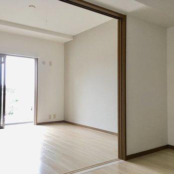 白の壁はどんな家具も合わせやすいんです。(※写真は2階反転間取り別部屋のものです)