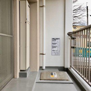 玄関もワイドサイズですね。洗濯物が干しやすそう。(※写真は2階反転間取り別部屋のものです)
