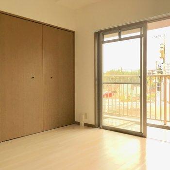 洋室のお部屋には大きな扉がありました。(※写真は2階反転間取り別部屋のものです)