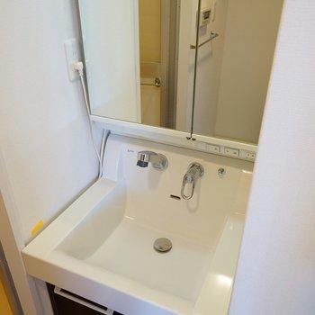 独立洗面台もピカピカ!※同間取り別部屋の写真です。