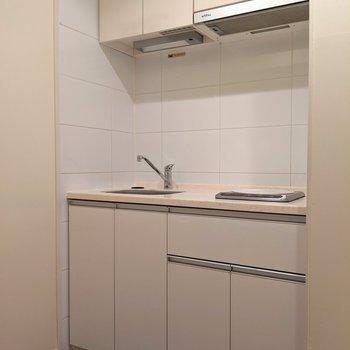 キッチンは別空間なのでファブリックにニオイもつかなくて◎(※写真は清掃前のものです)