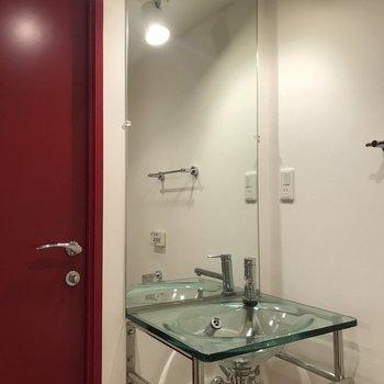 自慢の洗面台。※写真は3階の同間取り別部屋のものです