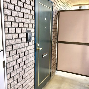 エレベーターから近いお部屋です。