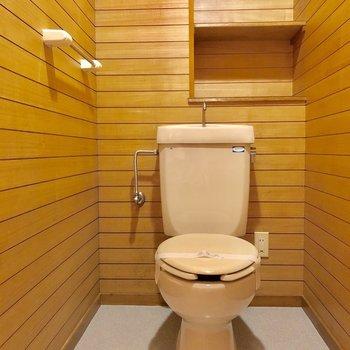 トイレもウッド調で落ち着きます。
