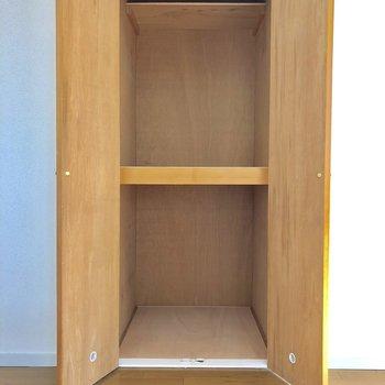 【洋室6帖】フローリングの部屋にも大きな収納スペースを用意させて頂いています!