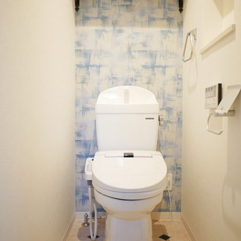 トイレは爽やかなデザインクロス