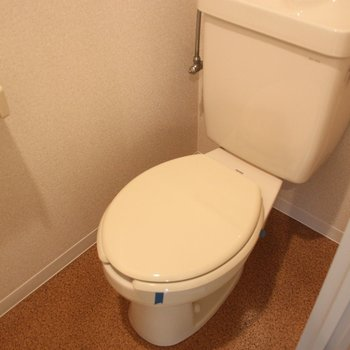 トイレは独立しています※写真は3階の同間取り別部屋のものです