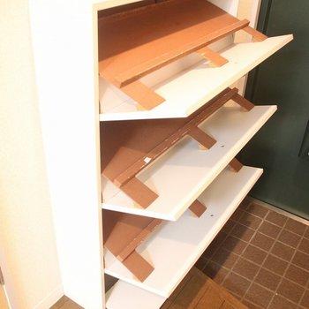 玄関にはシューズボックスも※写真は3階の同間取り別部屋のものです