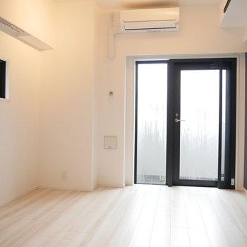 この床で清潔な暮らし。※写真は3階の同間取り別部屋のものです