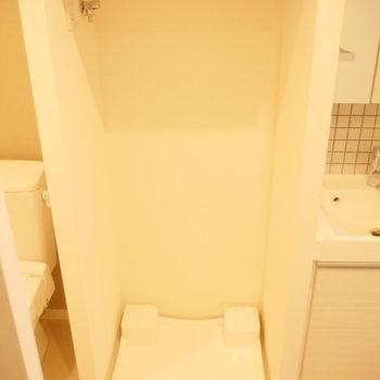 洗濯機はこちらに。※写真は3階の同間取り別部屋のものです