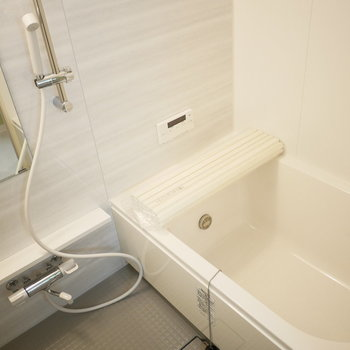 バスルームは浴室乾燥機がついています!