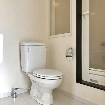 同じ空間にトイレ。広さはありますよ!