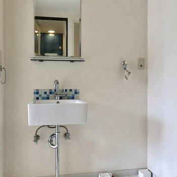 脱衣所でした!シンプルな洗面台が可愛い♩