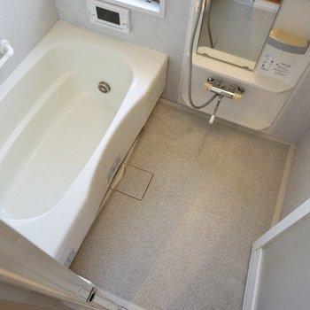 【下階】ゆったりお湯に浸かりたいですね。
