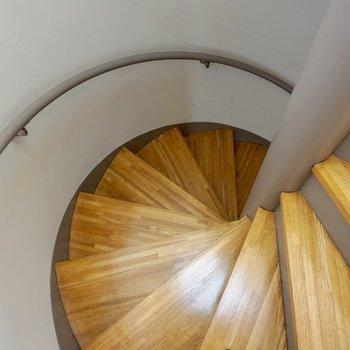 螺旋階段をぐるぐるぐるぐると。