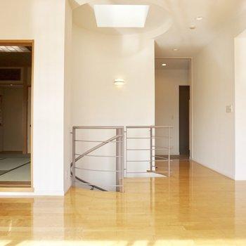 【上階】それでは、螺旋階段で下階へ行ってみましょう。