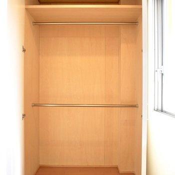 【下階】このような大きな収納が4つも!場面ごとに服を分けて収納したいですね。