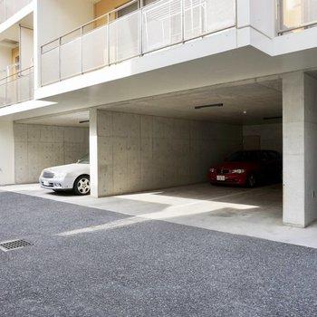 駐車場も屋根がついています