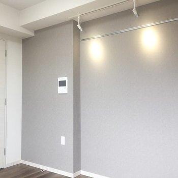 スポットライトとレールをどう使いましょう?※写真は7階の同間取り別部屋のものです