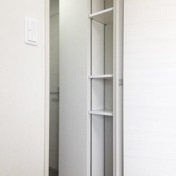 後ろには収納も!食器棚にぴったり。※写真は7階の同間取り別部屋のものです