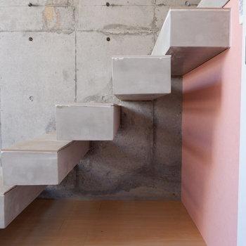 階段下も収納として有効的に使いたい。