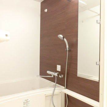 明るいお風呂※写真は5階反転間取り別部屋のものです
