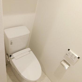 ウォシュレット付きトイレ※写真は5階反転間取り別部屋のものです