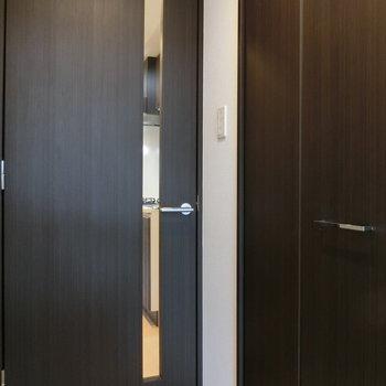 扉もスマートな雰囲気※写真は5階反転間取り別部屋のものです