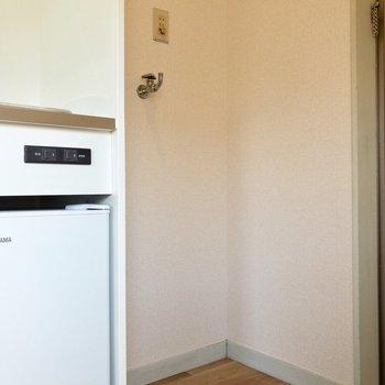 キッチンの真横には洗濯機置場。