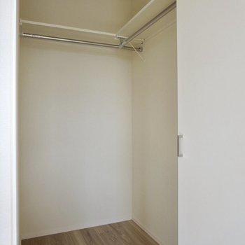 【洋室】こんなにいっぱい収納できるんです!!うれしい!!※写真は通電前のものです