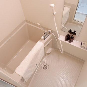 浴室は1人暮らしに十分なサイズ。※家具は見本です※写真は前回募集時のものです