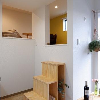 ロフトへ上がるこの階段が可愛い。※家具は見本です、ロフトへの階段は残置物です。※写真は前回募集時のものです