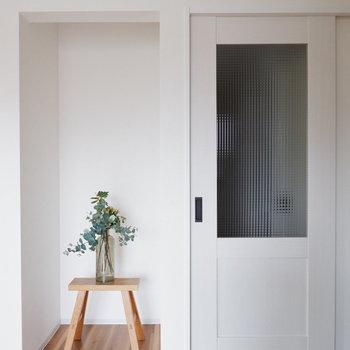 ドアは引き戸です。※写真は通電前のものです。