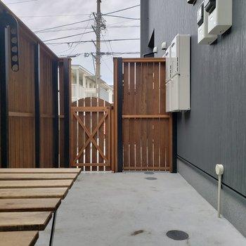 庭!!*家具はサンプルです