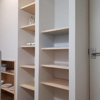 調理棚にするのも。ここにシューズを置いてもいいかも。*家具はサンプルです