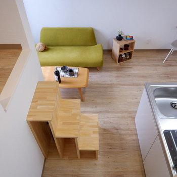 洋室をロフトからのぞき見。※写真は2階の反転間取り別部屋、モデルルームのものです