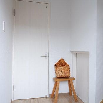 スッキリと白で統一されています。※写真は2階の反転間取り別部屋、モデルルームのものです