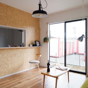 コーヒーショップのカウンターってこんな感じ。※写真は1階のは同間取り別部屋、通電前のものです