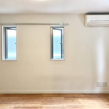【洋室】小窓に、きゅん。